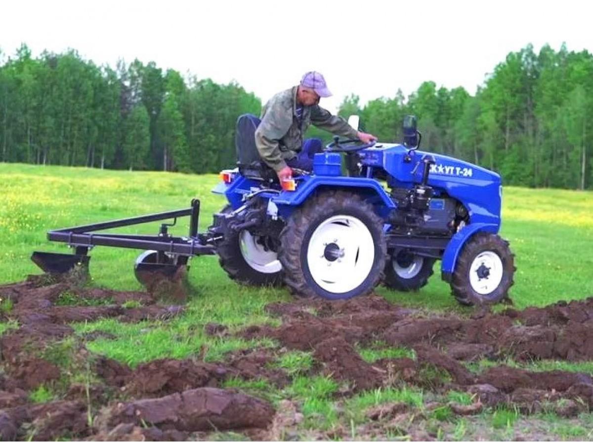 Мототрактор с плугом поможет качественно и оперативно обработать почву